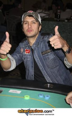 Luke Bryan - Playing his favorite card game & he's good at it. Country Music Artists, Country Singers, Country Men, Country Girls, Country Life, Entertainer Of The Year, Jason Aldean, Cute Family, My People
