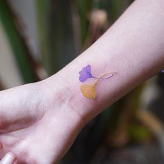 Ginkgo leafs on wrist. Belly Tattoos, Cage Tattoos, Foot Tattoos, Forearm Tattoos, Finger Tattoos, Small Tattoos, Best Friend Tattoos, Chest Tattoo, Couple Tattoos