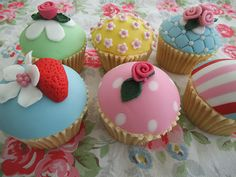 Love these fruity, floral and fun cupcakes from Môn Cottage Cupcakes Cake Decorating Courses, Fun Cupcakes, Different Styles, Cottage, Floral, Desserts, Food, Cool Cupcakes, Tailgate Desserts