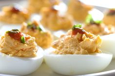 Sriracha Deviled Eggs by lifesambrosia #Eggs #Sriracha