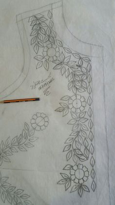 Bead Embroidery Patterns, Hand Embroidery Designs, Beaded Embroidery, Fabric Patterns, Embroidery Stitches, Mexican Embroidery, Wreath Drawing, Embroidery Fashion, Collar Pattern