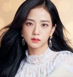 Hot Photo& of Jisoo Blackpink Blackpink Jisoo, Forever Young, Kpop Girl Groups, Kpop Girls, Black Pink ジス, Blackpink Members, Blackpink Photos, Jennie Blackpink, Looks Cool