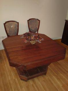 Mesa extensible de comer. Encolado de piezas sueltas.