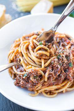 Spaghetti in Braised Beef Ragù | thecozyapron.com