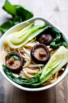Bok Choy and Shiitake Mushroom Noodles - Noodles and Pasta, Recipes - Divine Healthy Food Vegetarian Recipes, Cooking Recipes, Healthy Recipes, Bok Choy Rezepte, Bok Choy Recipes, Asian Recipes, Ethnic Recipes, Mets, Healthy Eating