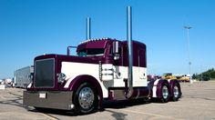 Picture of Peterbilt Truck.  Use AMSOIL synthetic diesel oil in your Peterbilt truck for better fuel economy and longer engine life.