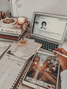 Studyblr, Marketing Digital, Renda Extra Online, Study Inspiration, Sem Internet, Study Motivation, Aesthetic Photo, Organization, Reading