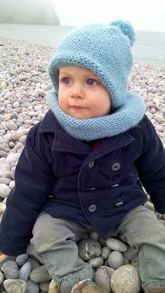 Bonnet et Snood enfant. Voir cette épingle et d autres images dans modèles  tricot gratuits ... 995302b1324