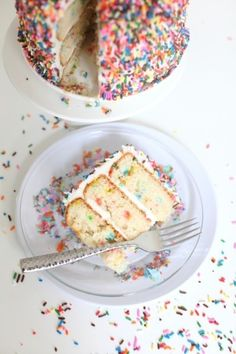 Throw it back to your favorite childhood dessert.funfetti cake with sprinkles! Food Cakes, Cupcake Cakes, Best Party Snacks, Sprinkle Party, Sprinkle Shower, Funfetti Cake, Fashion Cakes, Partys, Something Sweet