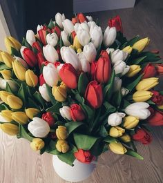 Inspiring image bouquet, chic, fleurs, flowers, inspiration by OwlPurist - Resolution - Find the image to your taste Tulips Flowers, Flowers Nature, Flower Petals, My Flower, Pretty Flowers, Spring Flowers, Planting Flowers, Wonderful Flowers, No Rain