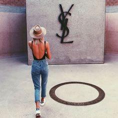 Jean. Hat. Body. Stan smith.