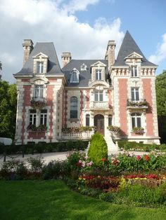 Mansion in Pays de Livarot, near the Swiss-French border