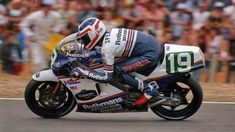 Valentino Rossi, Freddie Spencer, World On Fire, Road Racing, Motogp, Cool Bikes, Grand Prix, Cars And Motorcycles, Motorbikes