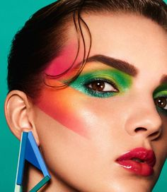 Makeup Trends That Will Blow Your Mind - Bafbouf - - makeup history has always been remembered as creative, loud and bright. After the nude makeup trends, some colors are needed to pop. This is the reason why it appears everywhere you go again. 80s Eye Makeup, Glam Rock Makeup, 80s Makeup Looks, 80s Makeup Trends, 1980s Makeup, Creative Makeup Looks, Makeup Inspo, Face Makeup, Makeup Ideas
