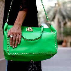 I am loving the big side bags, useful in all aspects. Make sure you choose the right size for your figure #fun #fashionista #image #consultant #instyle #instapic #instadaily #instastyle #instafashion #bag #green #Valentino #designer #trend #trendy #outfits #spring #blogger #dubai #makeup #hair #style #stylish #stylist #streetstyle #stylishdubaians