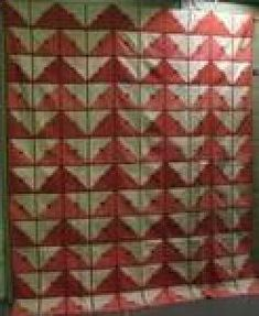 POTHOLDER LOG CABIN VARIATION ANTIQUE QUILT, reds and white