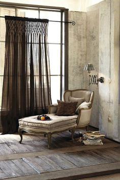 A different way to hang the the curtains..or where they just to short? .......=µ)       Chaise - ARATORP
