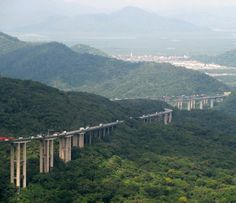 Incredible Drive Above the Trees - Rodovia dos Imigrantes Highway Viaduct (The Immigrants' Highway) - from Sao Paulo, BRAZIL;  there are 44 viaducts, 11 tunnels, and it is 36 miles long;  photo by Photopoética - Marilena - 505.000 visualizações, via Flickr