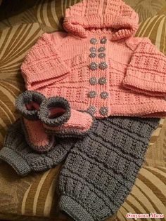 No Pattern: Awesome colours and textures - too many buttons for a wriggly baby Free Baby Sweater Knitting Patterns, Baby Boy Knitting, Knitting For Kids, Hand Knitting, Crochet For Boys, Baby Cardigan, Baby Sweaters, Crochet Clothes, Knit Crochet