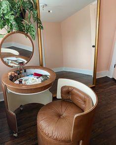Funky Furniture, Home Decor Furniture, Retro Interior Design, Retro Room, Cute Room Decor, Aesthetic Bedroom, Dream Decor, Dream Rooms, Cool Rooms