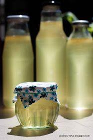 Elderflower Cordial Recipe - How to Make Elderflower Cordial Cordial Recipe, Elderflower Cordial, Elderberry Syrup, Flu Remedies, Wild Edibles, Irish Cream, Bottles And Jars, Summer Drinks, Food Design