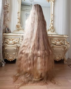 Real-life Rapunzel reveals fans of her mane ask to SNIFF it Real Life Rapunzel, Rapunzel Hair, Really Long Hair, Super Long Hair, Beautiful Long Hair, Gorgeous Hair, Pretty Hair, Face Shape Hairstyles, Bride Hairstyles