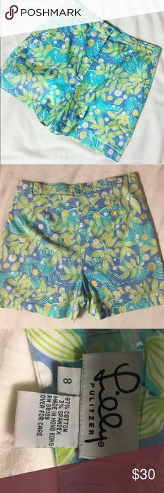"""Lilly Pulitzer golf shorts ⛳️ Lilly Pulitzer ocean shorts. Size 8 but they run small. I'd say size 4/5. Approx 16@ long when measured from waist down to hemline. High wasted. Measures approx. 14.5"""" wide when measured flat. Lilly Pulitzer Shorts Bermudas"""