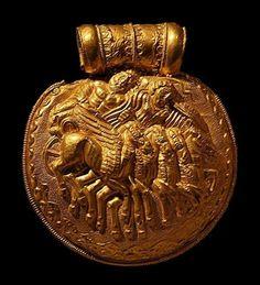 336bc: scultore-blog: etrusco.  C. 400 antes de Cristo.  Esta es una Bulla, un amuleto dado a los hijos varones nueve días después del nacimiento.