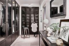 Elegant walk-in-closet