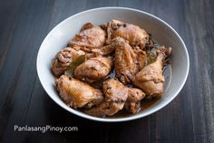 This easy chicken adobo recipe is perfect for beginners. You should be able to cook your own Filipino adobo at home with great results. Chicken Adobo Recipe Easy, Chicken Adobo Filipino, Easy Chicken Recipes, How To Cook Chicken, Asian Recipes, Pancit Bihon Recipe, Panlasang Pinoy Recipe, Easy Orange Chicken, Chicken Slices