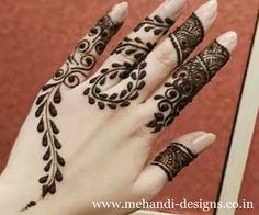 Who doesn't love mehndi? It's an essential part of every girl's bridal routine! We are all familiar with bridal mehndi on hands and legs but today, we are here to share a new trend that's viral! Latest Finger Mehndi Designs, Unique Mehndi Designs, Henna Designs Easy, Mehndi Designs For Fingers, Beautiful Henna Designs, Mehandi Designs, Pretty Designs, Simple Designs, Arte Mehndi