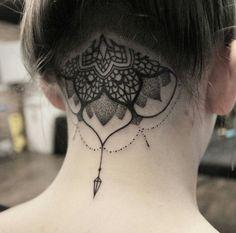 I want a scalp tattoo. Scalp Tattoo, 16 Tattoo, Dot Work Tattoo, Sternum Tattoo, Mandala Tattoo, Undercut Tattoos, Head Tattoos, Body Art Tattoos, Wing Tattoos