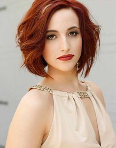 20 Best Short Wavy Haircuts for Women Red Hair Styles Thin Hair Styles For Women, Short Hair Cuts For Women, Medium Hair Styles, Curly Hair Styles, Short Cuts, Red Hair Long Layers, Long Layered Hair, Medium Layered, Short Layers