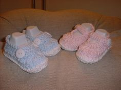 Original PDF knitting pattern for a sweet little pair of baby shoes and matching sunhat set (one for a boy and one for a girl though both