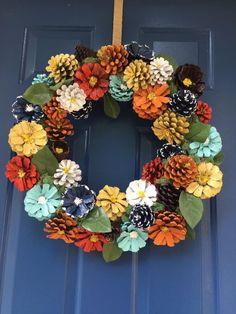 Pine Cone Art, Pine Cone Crafts, Wreath Crafts, Flower Crafts, Christmas Pine Cones, Christmas Wreaths, Christmas Crafts, Christmas Decorations, Christmas Christmas