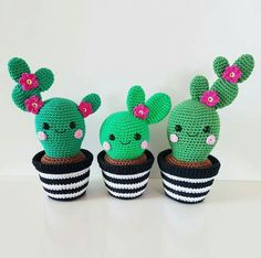 "Cactus Friends "" English pattern by Super Cute Design. Includes step-by-step pictures. This is a pattern for 3 cactus friends with a crochet pot. These cactuses looks super cute as decoration!Cactus Friends PDF Pattern, amigurumi, crochet from Supe Crochet Simple, Crochet Diy, Crochet Amigurumi, Crochet Gifts, Amigurumi Patterns, Crochet Dolls, Amigurumi Toys, Crochet Ideas, Cactus En Crochet"