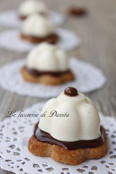 panna cotta w almond pastry crust Small Desserts, Great Desserts, Mini Desserts, Delicious Desserts, Dessert Recipes, Unique Recipes, Sweet Recipes, Patisserie Fine, Panna Cotta