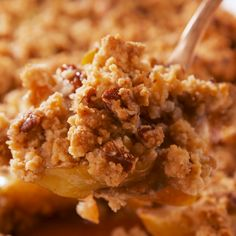 Perfect Apple Crumble We love apple pie, but we're not so into making crust. Apple crumble is times easier to make and, in our opinion, even better. The buttery pecan crumble is just too perfect, even without any oats. (Although if you find yourself Easy Apple Crumble, Apple Crisp Easy, Apple Crisp Healthy, Apple Pie Crumble Topping, Apple Crisp Without Oats, Apple Crisp Pie, Apple Pecan Pie, Apple Pie Crust, Gastronomia