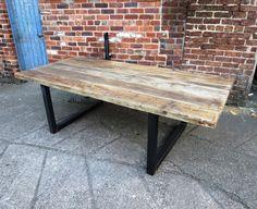 Voici notre table à manger de 10-12 places Fabriqués à partir de bois récupéré et 70x70mm acier Le dessus est fabriqué à partir du bois solide 2 1/2 épais. Le grain et laspect du bois est superbe. Elle variera de table à table que chaque table est faite pour chaque client Nous prenons beaucoup de soin de garder toutes les caractéristiques les plus intéressantes de ce bois âgé Article boîte en acier solide base pour garder robuste et solide Ces tableaux sont dun très haut standard et grande à…