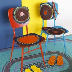 Des chaises décorées de tissu africain / Chairs decorated with African fabric