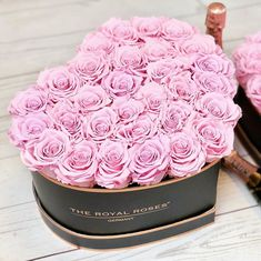 Show her your Love with our Limited Edition Heart Roseboxes : www.theroyalroses.de #theroyalrosesgermany #rosebox #infinityroses #spreadlove #limitededition