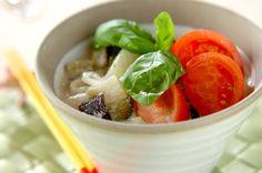 タイのグリーンカレーとベトナムのフォーのコラボレーション。同じ東南アジア料理、合わないはずがありません。夏の暑さが厳しい時にぜひ食べたいですね。