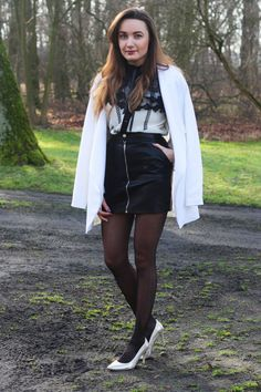 Whether it be summer season or winter months, when there's something that we generally dress in, it really is Cute Skirt Outfits, Hot Outfits, Cute Skirts, Mini Skirts, Tights And Heels, Black Tights, Grunge Fashion, Girl Fashion, Womens Fashion