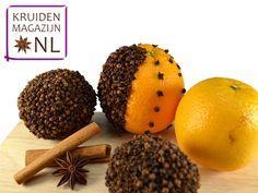 Maak je eigen kruidnagel-pomander (sinaasappel met kruidnagels erin) voor een heerlijke Kerstgeur in huis!