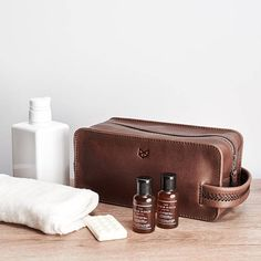 Brown Leather Toiletry Bag with Waterproof liner, Custom Mens Dopp kit, Travel  Bag, 12a510e0be