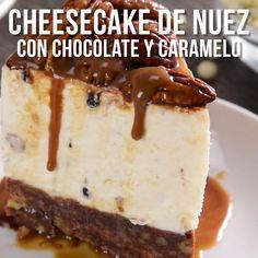 Este cheesecake de nuez con chocolate y caramelo es una delicia, perfecto para complementar con un rico postre la comida o cena con amigos y familia. Un postre exquisito que a todos les encantará.