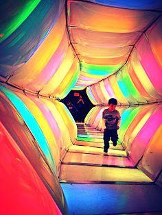 Túnel de Colores del Museo de los Niños, Caracas - Venezuela. 30 años alegrando la vida de los pequeños