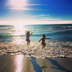 【uichan_capetown】さんのInstagramをピンしています。 《この光景を見る度に幸せを感じる💕#my#treasure#inspiration#priceless #sweet#heart#everything#kids#girls#children#beach#私の#宝物#かけがえのない存在#幸せ##ありがとう#キッズ#子供#女の子#ビーチ#海#ケープタウン》