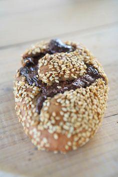 ψωμάκια με μερέντα Healthy Food, Healthy Recipes, Doughnut, Breads, Biscuits, Sweet Tooth, Food Ideas, Muffin, Sweets