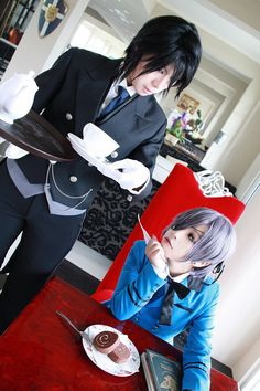 SO EXACT the Ciel cosplayer looks 12 (Ciel is 12) and Sebby looks so cute *-*